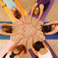 health_business-yoga-gruppe-f2dcc48b651c189aa2de3b18fb2ead31